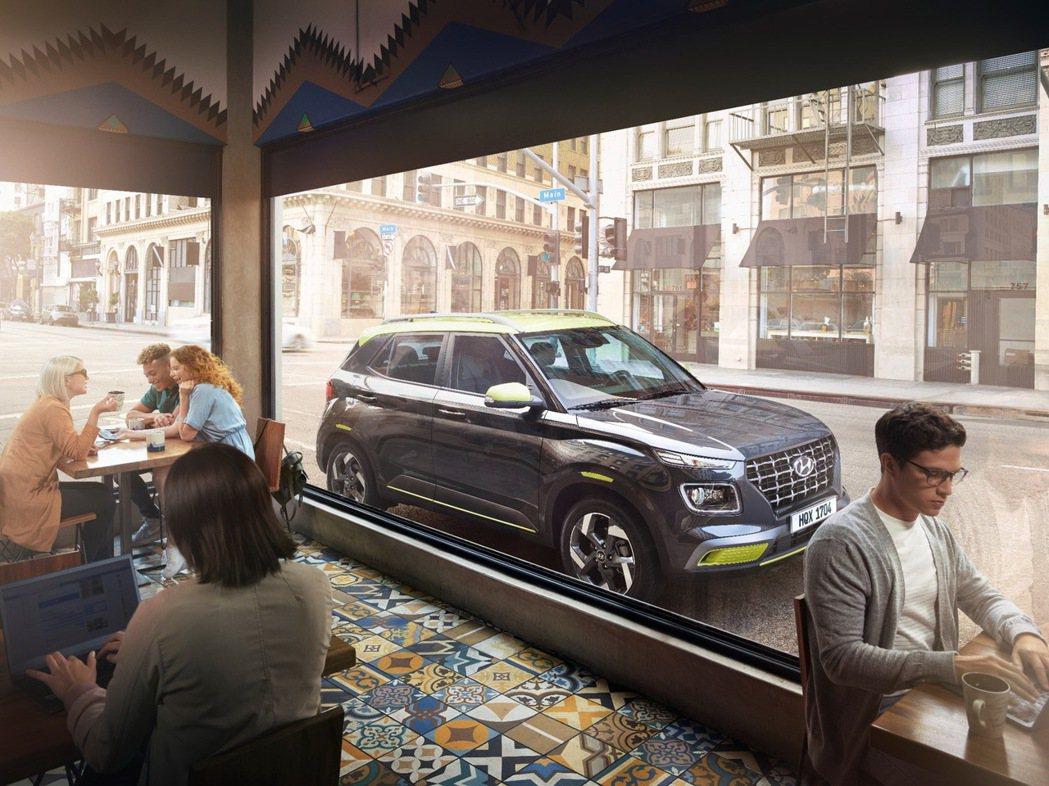 Hyundai Venue有著休旅車格的高視野、高機能實用性,同時整體俐落線條重...