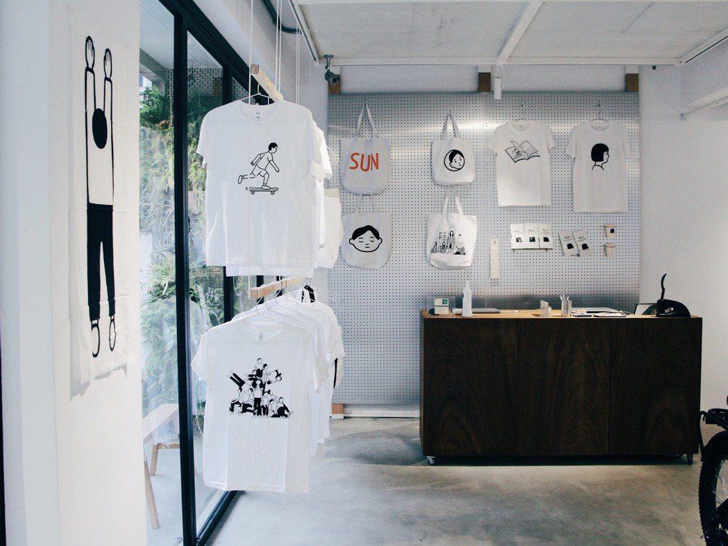 日本插畫家Noritake將作品配上生活思考,結合日常使用經驗喜好開發設計小物,...