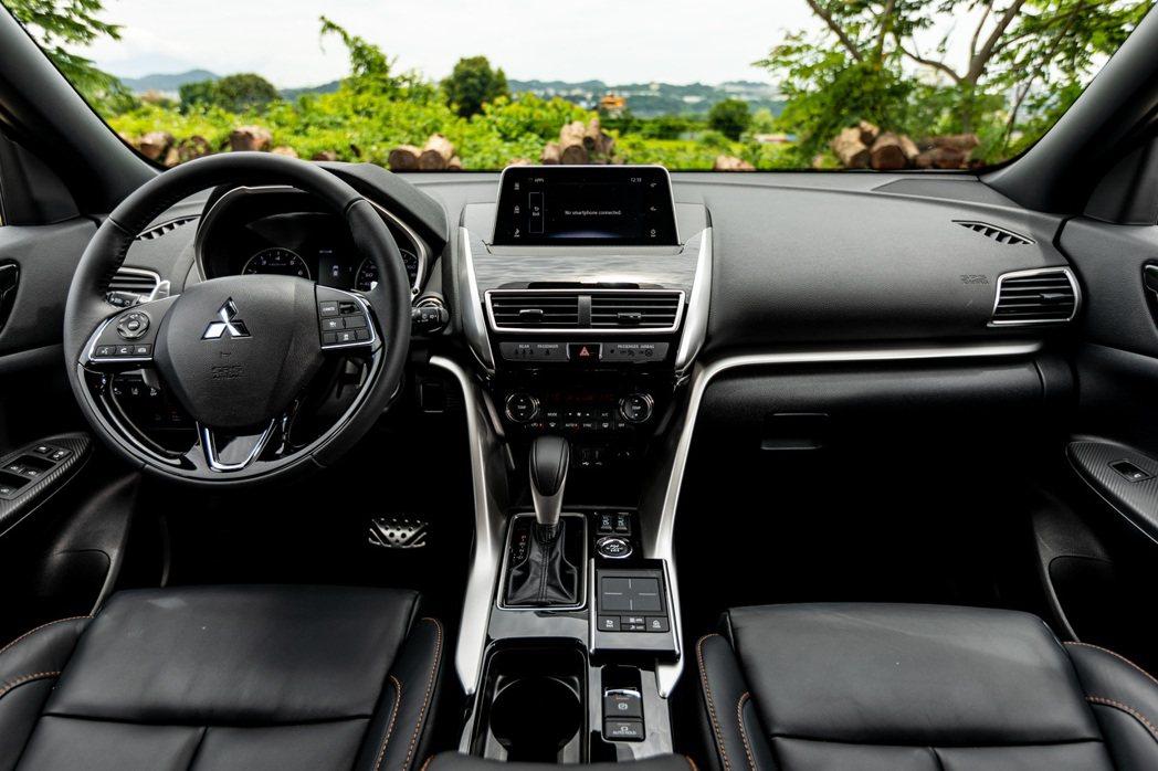 日本原裝進口的細緻內裝品質,讓長途駕乘更顯舒適。 圖/發燒車訊