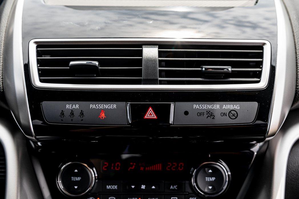 ECLIPSE CROSS將7顆安全氣囊,列為全車系的標準配備。 圖/發燒車訊