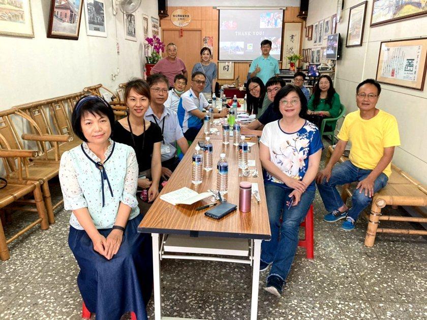 中國科大觀管系主任羅旭壯說明109年青年投入永續發展行動計畫,並與產、官、學以及...