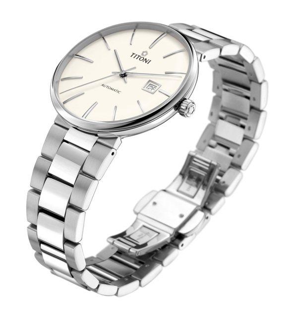 TITONI,空中霸王系列腕表,無邊框的設計、落落大方。精鋼,自動上鍊機芯,時間顯示,36,400元。圖/TITONI提供