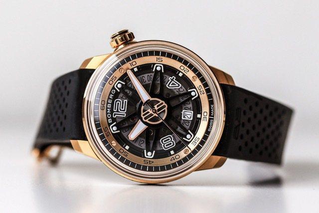以輪框為靈感的Bomberg BB-01玫瑰金自動腕表,像一枚時間的「風火輪」,...