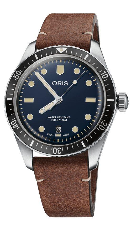 ORIS,Sixty Five潛水腕表,精鋼,藍色表面,自動上鍊機芯,40毫米,時間顯示,防水100米,54,000元。圖/ORIS提供