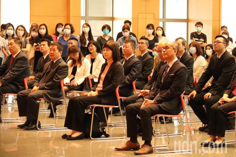 新北市調整轄內17個區公所區長職位,今舉辦就職交接典禮。記者胡瑞玲/攝影
