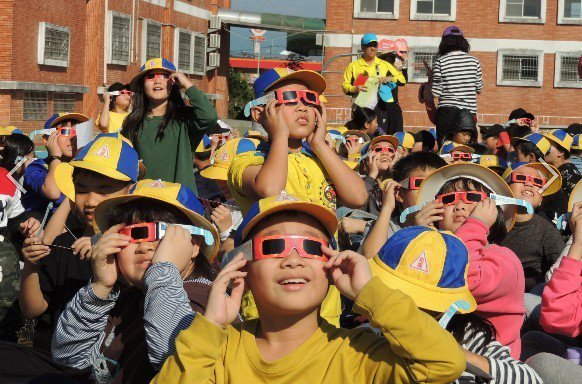 嘉義縣中埔鄉和興國小規畫一系列視力保健課程,讓學童視力不良率遠低於全國。圖/嘉義縣政府提供