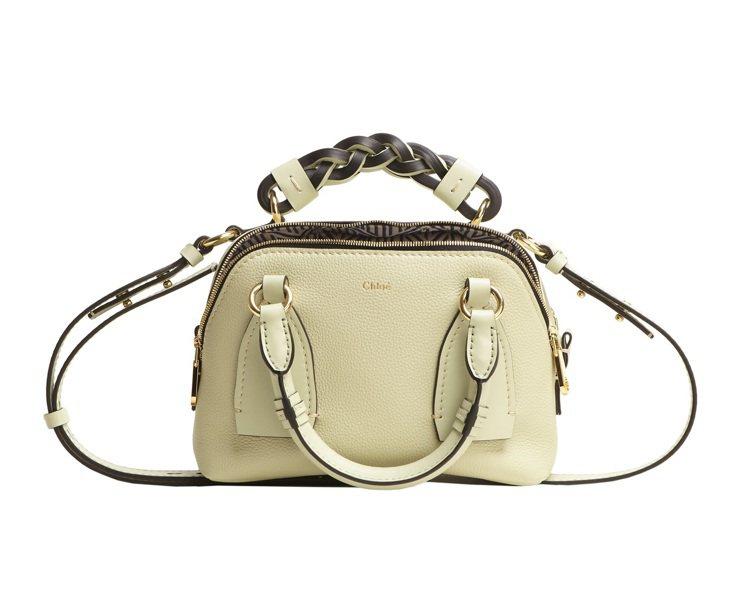 早秋新色Chloé Daria嫩綠色小型肩背手提兩用包,60,000元。圖/Ch...