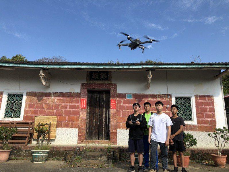台南左鎮國中學生空拍李家古厝。圖/左中提供