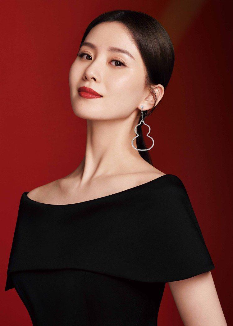 劉詩詩成Qeelin最新品牌代言人,展現高貴俐落風範。圖 / Qeelin提供。