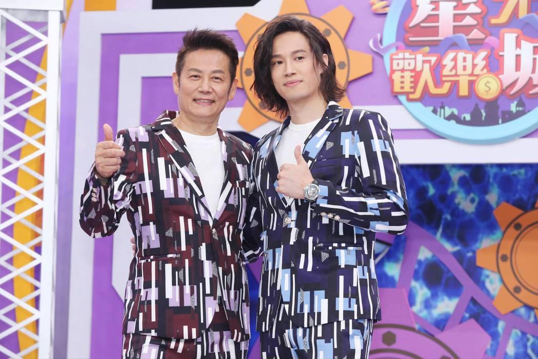 徐乃麟(左)和兒子徐新洋搭檔新節目,父子倆又高又帥,顏值爆表。記者徐兆玄/攝影