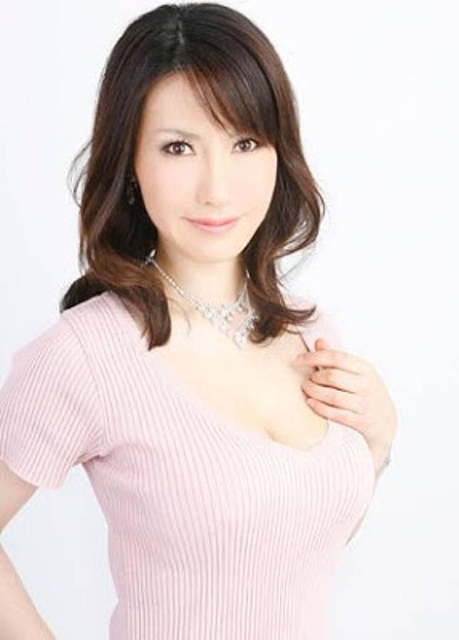 熟女AV女優瀧川惠理曾爆料渡部建私訊搭訕她。圖/摘自日網