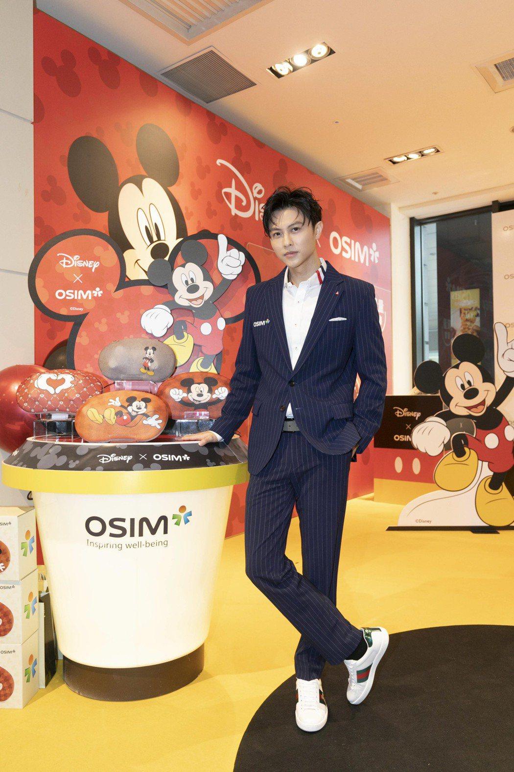 王子出席按摩椅品牌一日店長活動。圖/OSIM提供