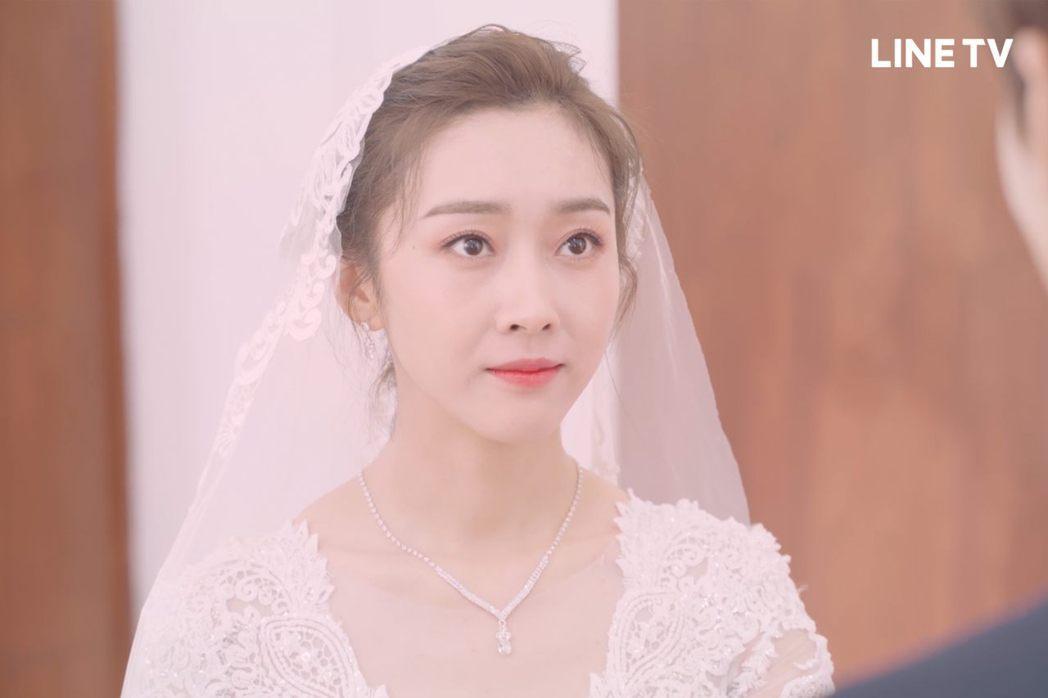 宣璐身著雪白婚紗氣質出眾。圖/LINE TV提供