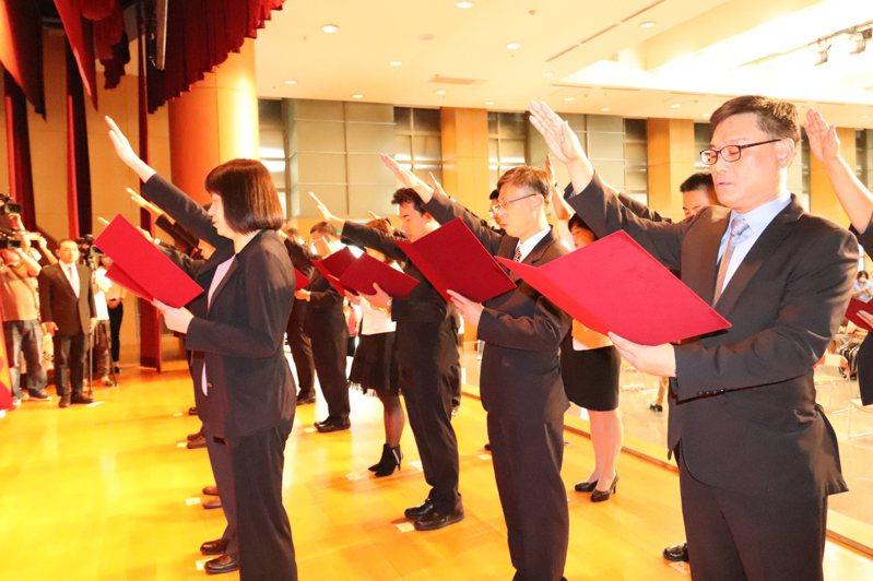 新北市政府調整轄內17個區公所區長職務,昨天舉辦就職交接典禮。記者胡瑞玲/攝影