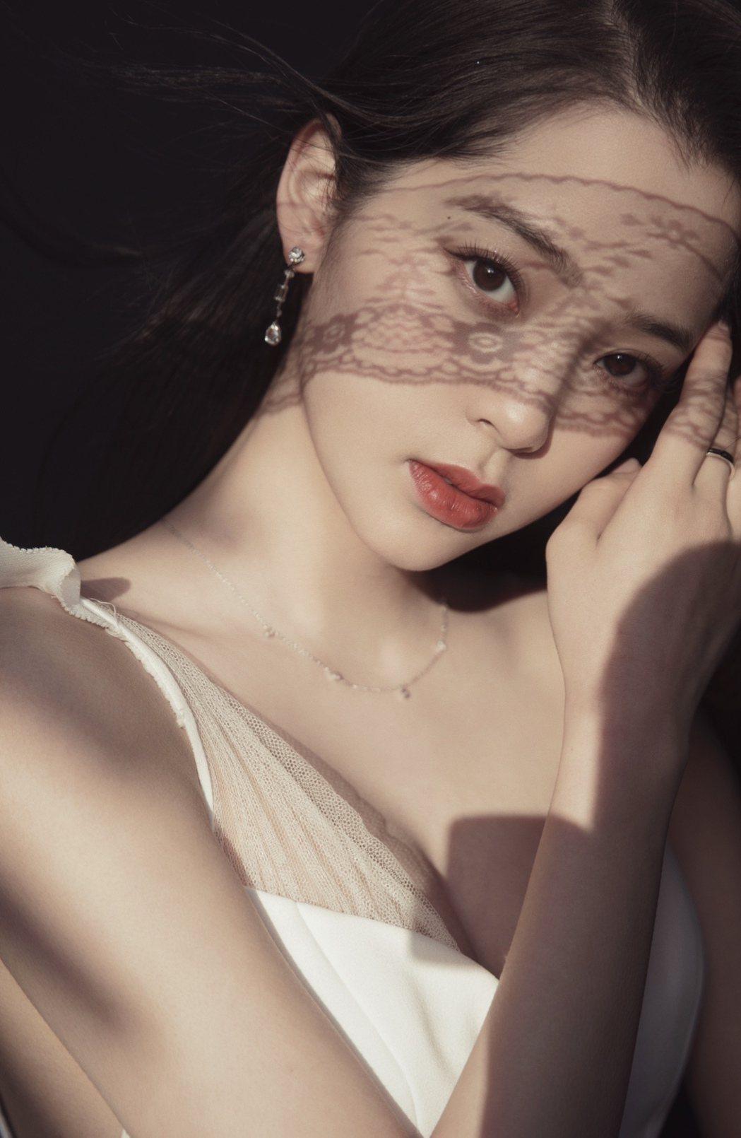 歐陽娜娜推出原創EP單曲「NANA I」。圖/索尼音樂提供
