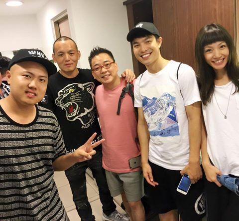 李千那(右)與男友ECHO(右二)和好友詹惟中,一起去看玖壹壹演唱會。圖/摘自李...