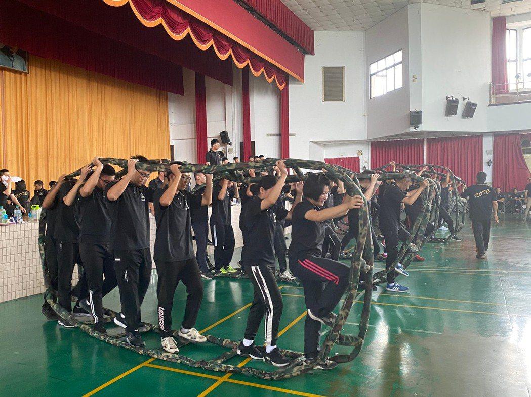 創意活動-美和ROTC教育中心的訓練課程也有輕鬆有趣的一面,包括了躲避球比賽、戰...