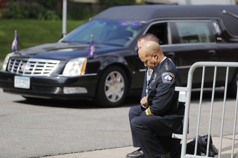 明尼阿波利斯市(Minneapolis)市議會今天一致通過一項決議案,要求以社區主導的公共安全系統取代該市警察局。 美聯社