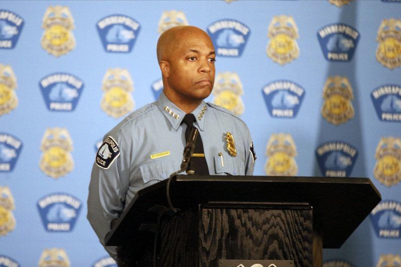 明尼亞波利斯警察局長,表示佛洛伊德一案中4名警察都是共犯。 美聯社