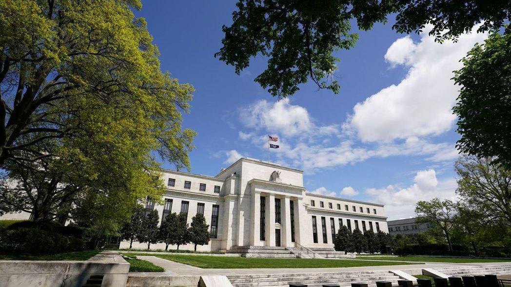在聯準會(Fed)規模空前的貨幣刺激下,美國股市在兩個月內已彈回新冠肺炎疫情引爆...