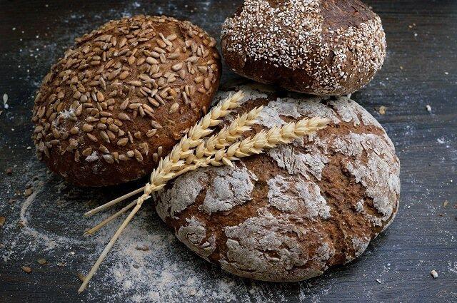 全麥麵粉含有較豐富的纖維、維生素B群、維生素E、礦物質,以及較低的GI值,比起白...