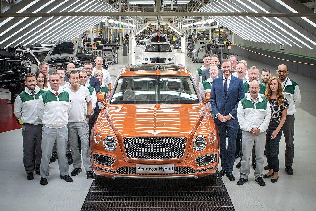 縱使Bentayga為Bentley品牌的熱賣車款,但仍舊堅持在英國Crew廠由...