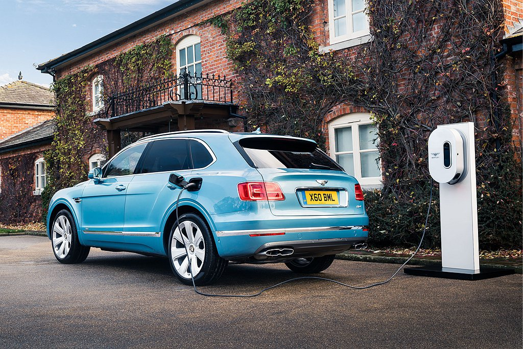 Bentley Bentayga Hybrid插電式複合動力,利用最先進的電能驅...