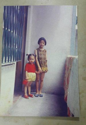 從小對媽媽有諸多不諒解,18歲就離家的案主,看見媽媽化妝台抽屜裡放的第一張照片是...