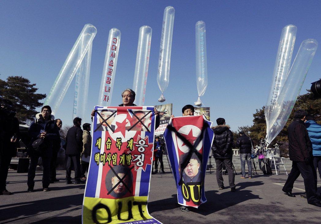 從2006年起,南韓的北韓人權運動團體,就開始在兩韓邊境地帶,企圖以空飄方式,發...
