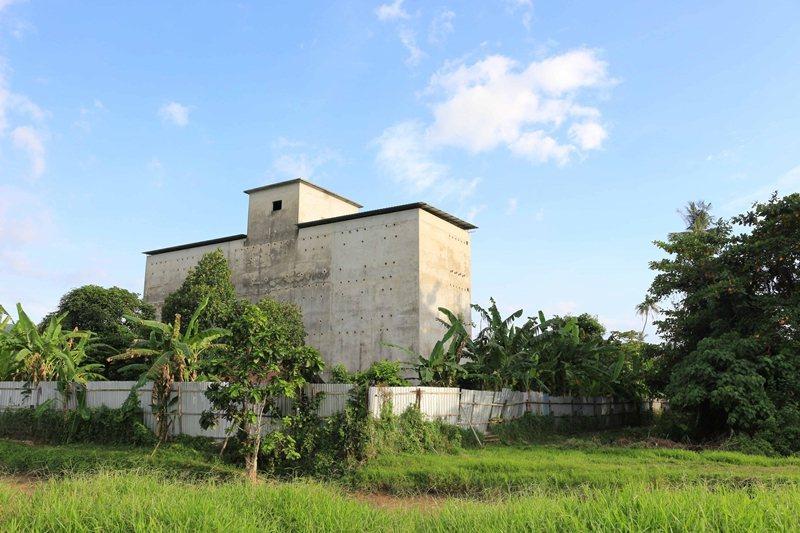 馬來西亞檳城郊區的人造燕屋。 圖/作者攝,左岸文化提供