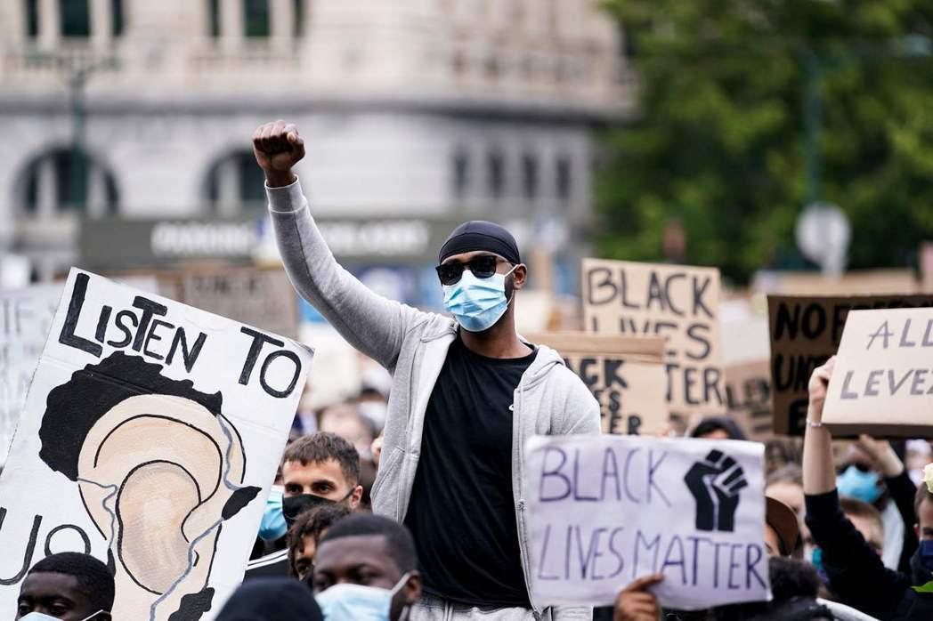 我們應該重新思考,黑人的命不僅是命;網路標籤行動也不只是線上行動。 圖/法新社