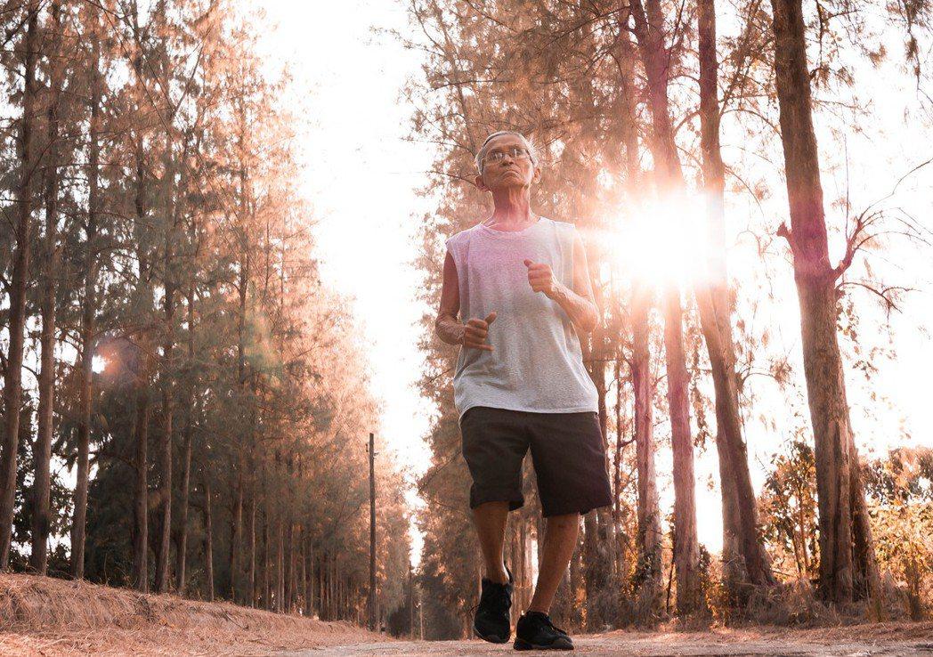 ▲50歲以上的男性應每年定期檢查攝護腺,如有肥大發生,應積極配合醫師進行治療。(...