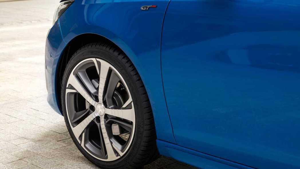 新年式Peugeot 308新增兩款新造型的鋁圈。 摘自Peugeot