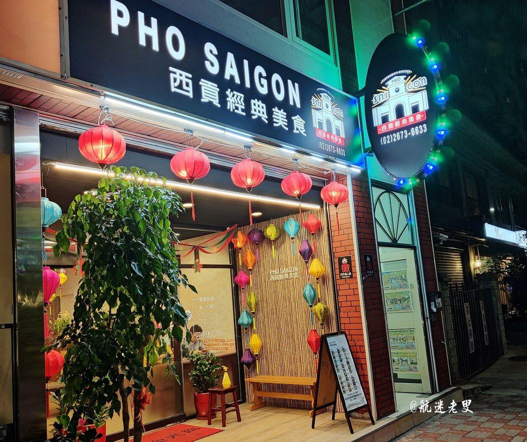 主打河粉簡餐的越南菜『時尚經典越南菜』在店外可以看到店裡的樣子,整體顏色搭配比較簡單,略有些東南亞餐廳的樣子。