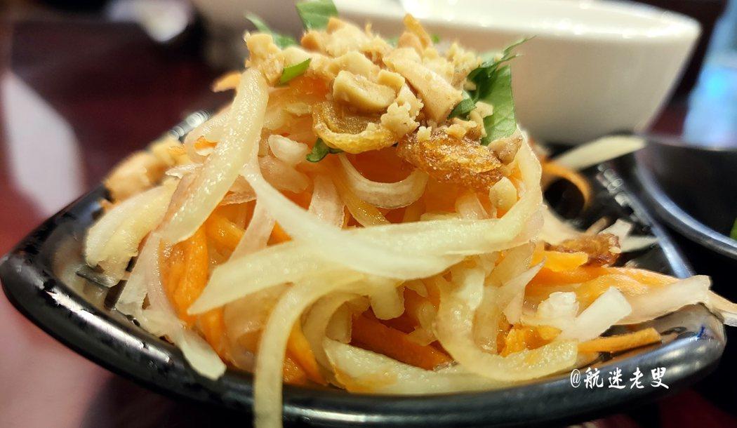 吃雲南菜或是泰國菜,老規矩,都會點上一份涼拌木瓜,吃完劃上完美的句點,感覺這一餐我可以滿足一個星期了!