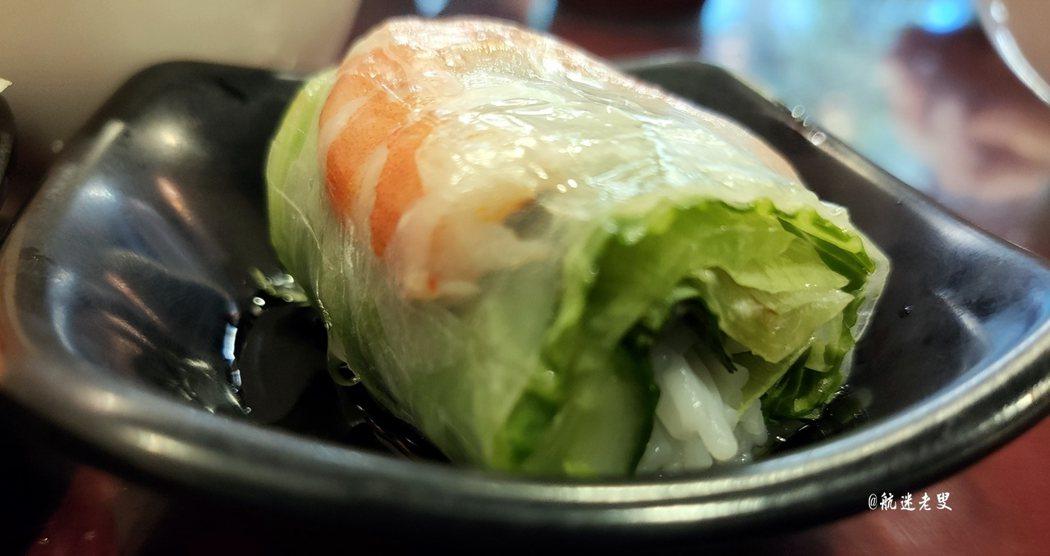 越式鮮蝦生春捲,口感更加厚實濃郁,給我帶來大口的甜美滿足,吃完口齒留香。