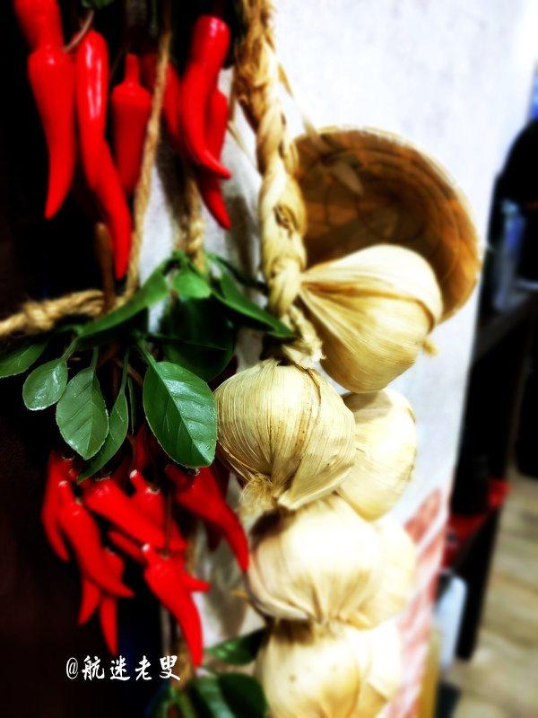 三峽北大社區是一座四面八方人口彙集的新社區,隨著生活機能便利,更多的外來人口融入社區,日益蓬勃也吸引各地美食來此開店,吸納多元的美味,豐富了社區生活內涵,美食鮮美誘人。
