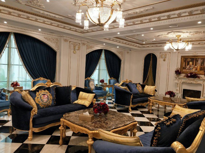 皇后古堡手工水晶燈及家具全數歐洲訂製。