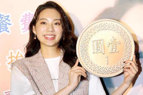 新人Amy Liu擔任公益大使,10日和弱勢孩童嘗試做棉花糖,她想起自己靠直播、打工賺錢,投入所有積蓄製作個人單曲「第一次」,她說:「差點鬧出家庭革命,我的家人覺得演藝圈不適合我,希望我讀商科或考律...