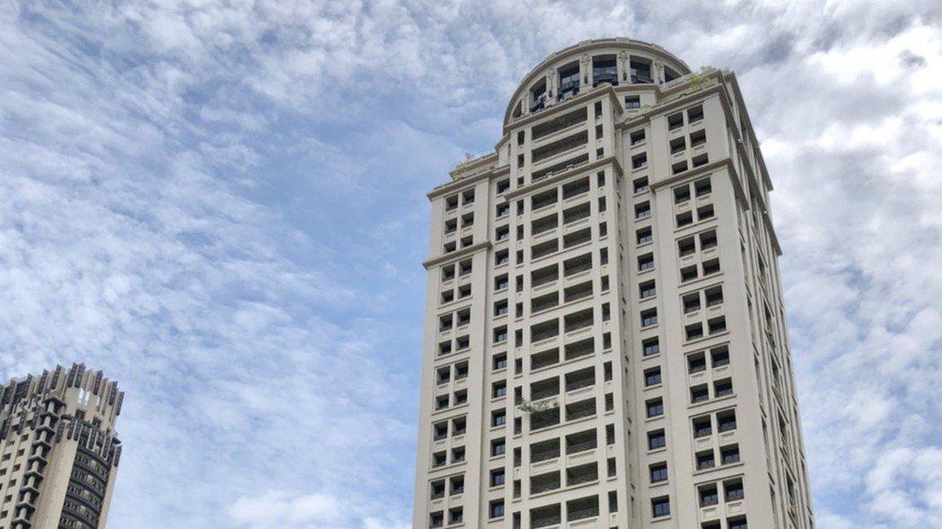 「聯聚信義大廈」於2009年落成,完工距今11年,仍保持中部豪宅社區排行榜首。記...