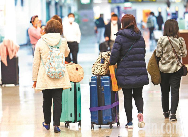 松山機場推出「出入國境體驗活動」。圖為松山機場旅客。本報資料照片