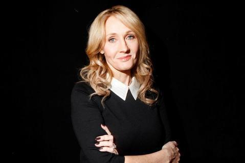 「哈利波特」作者JK羅琳日前在推特上一句「會月經的人」引來跨性別族群的撻伐,連主演「哈利波特」系列走紅的丹尼爾雷德克里夫、艾瑪華森也各自表示「跨性別的女性就是女人」、「跨性別的人們有權按照自己的認定...