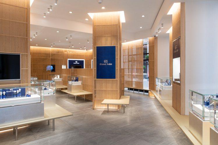 Grand Seiko位於巴黎芳登廣場的旗艦店,內部設計非常有建築大師隈研吾的風...
