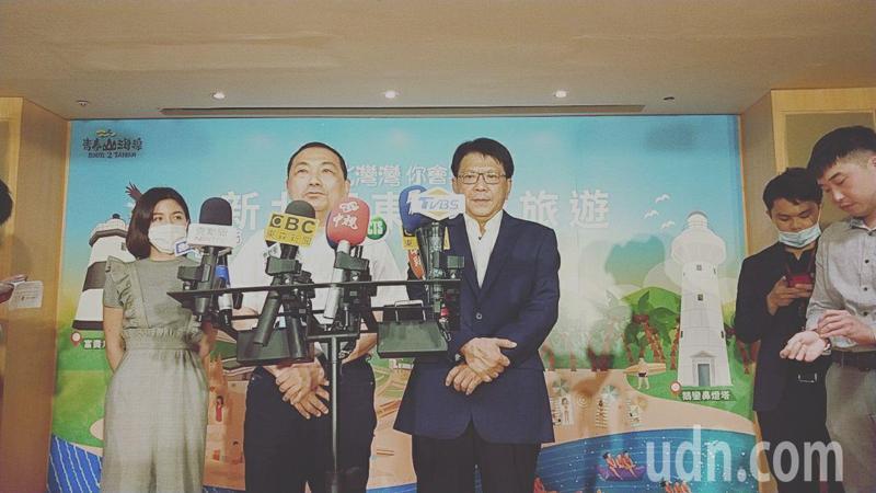 新北市長侯友宜(左二)、屏東縣長潘孟安(左三)不約而同表示要全力拚縣市政。記者施鴻基/攝影