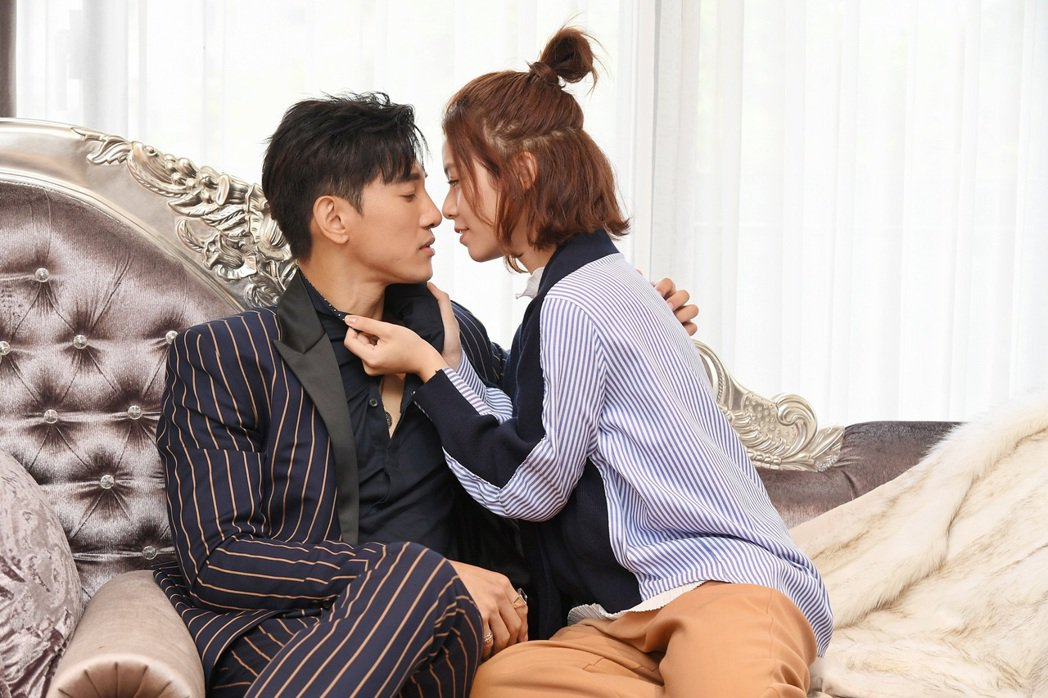 宋芸樺色誘張立昂(左),在「浪漫總裁」上演激情戲。圖/三立提供