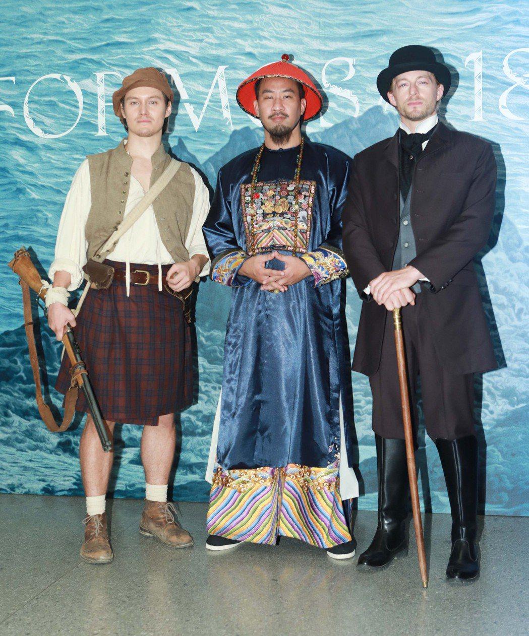 「斯卡羅」中周厚安(左起)、黃健瑋、法比歐飾演促成簽訂「南岬之盟」的重要角色。圖