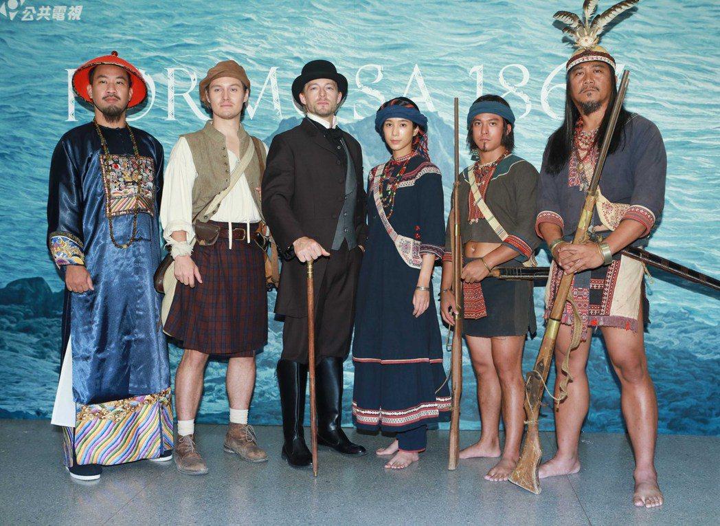 黃健瑋(左起)、周厚安、法比歐、温貞菱、黃遠、查馬克·法拉屋樂出席「斯卡羅」定名...