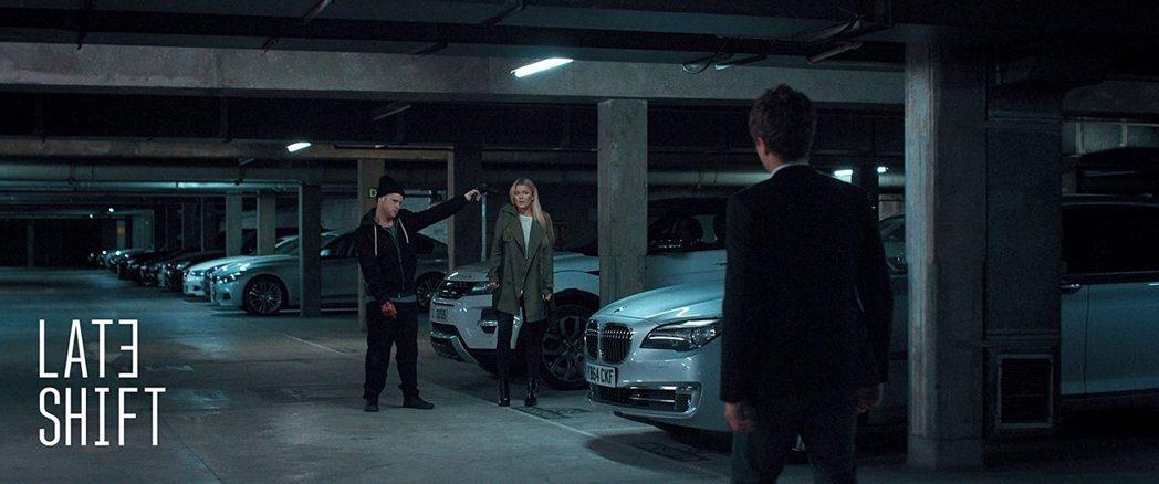 「晚班」里多数情节都可以由观众选择,导向不一样的发展。 图/摘自imdb
