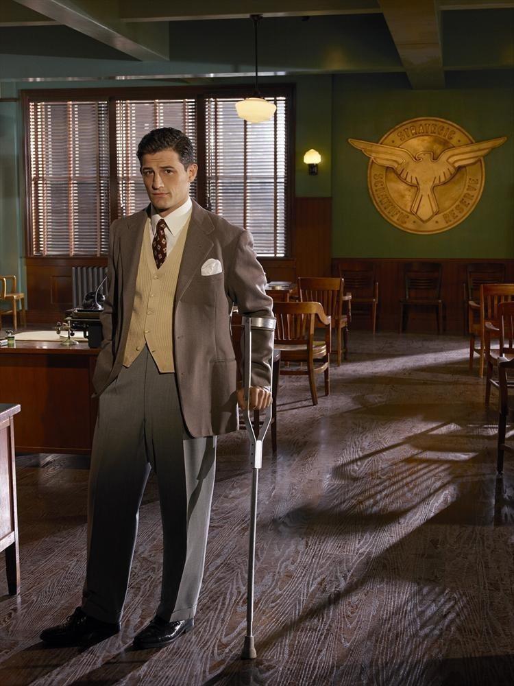 安佛喬卡亞在「卡特探員」扮演跛腳探員丹尼爾。圖/摘自imdb