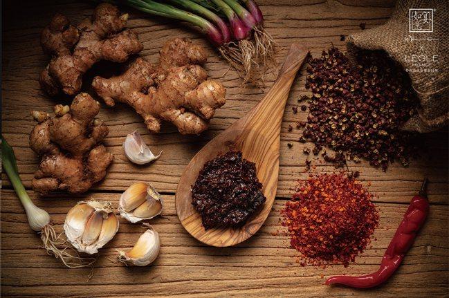 川菜的蔥薑蒜,魚香味,荔枝味,豆瓣醬…等,往往讓食客難以掌握味型的正確和精準。圖...